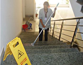 limpieza de escaleras en comunidades - aparejadores madrid
